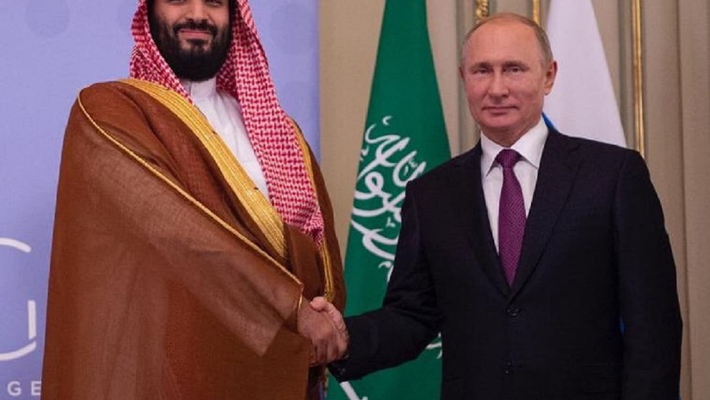 مصافحة حارة بين بوتين ومحمد بن سلمان في قمة العشرين