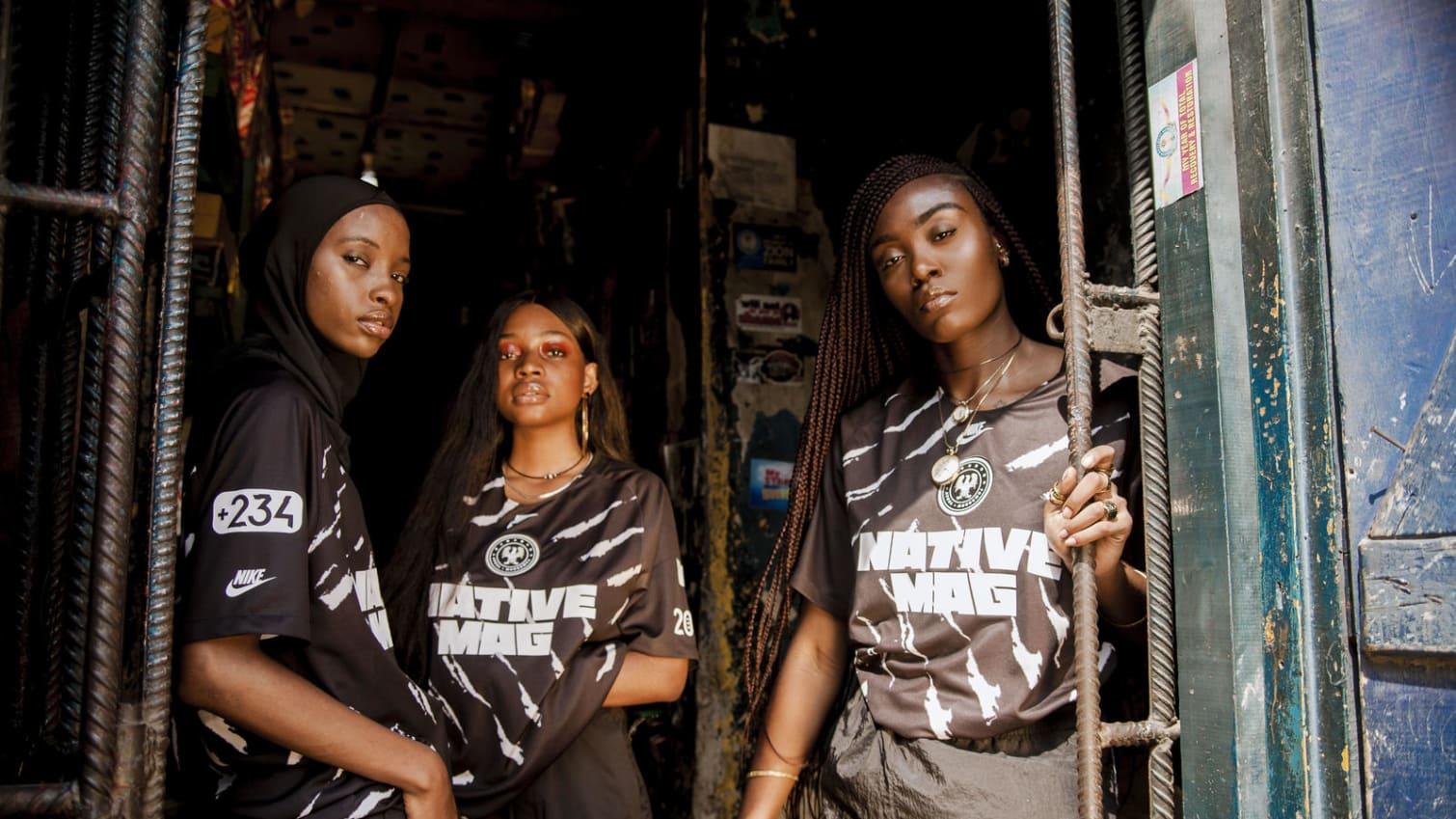 """من هو المصمم النيجيري الشاب الذي صمم قميصاً خاصاً مع """"نايكي"""""""