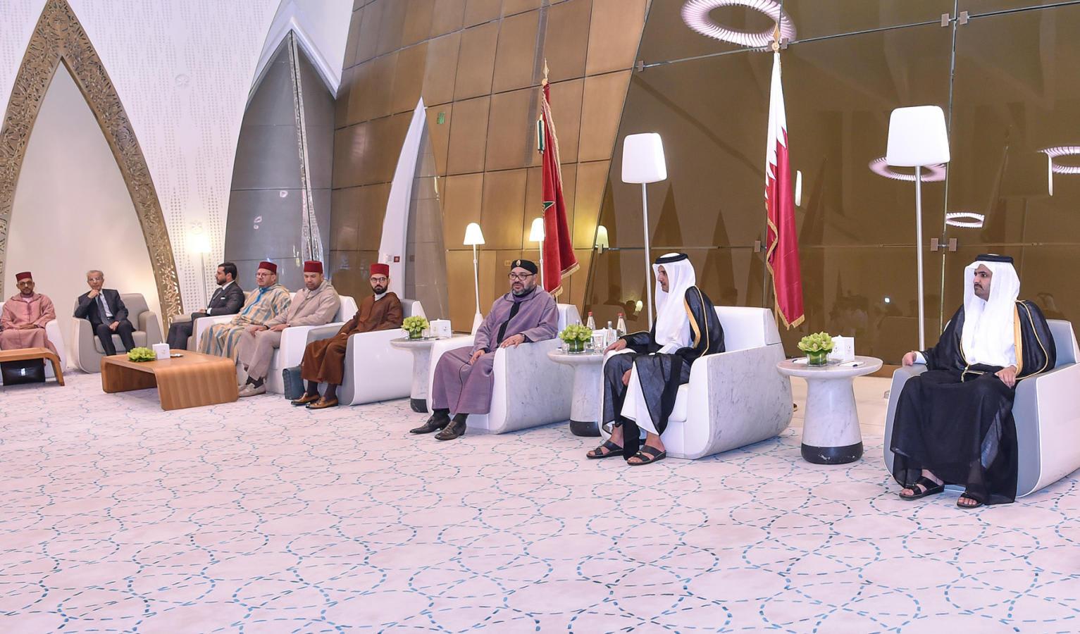 """صورة مفبركة لملك المغرب """"ينحاز فيها الى قطر"""" تشعل مواقع التواصل.. والدوحة تعلق"""