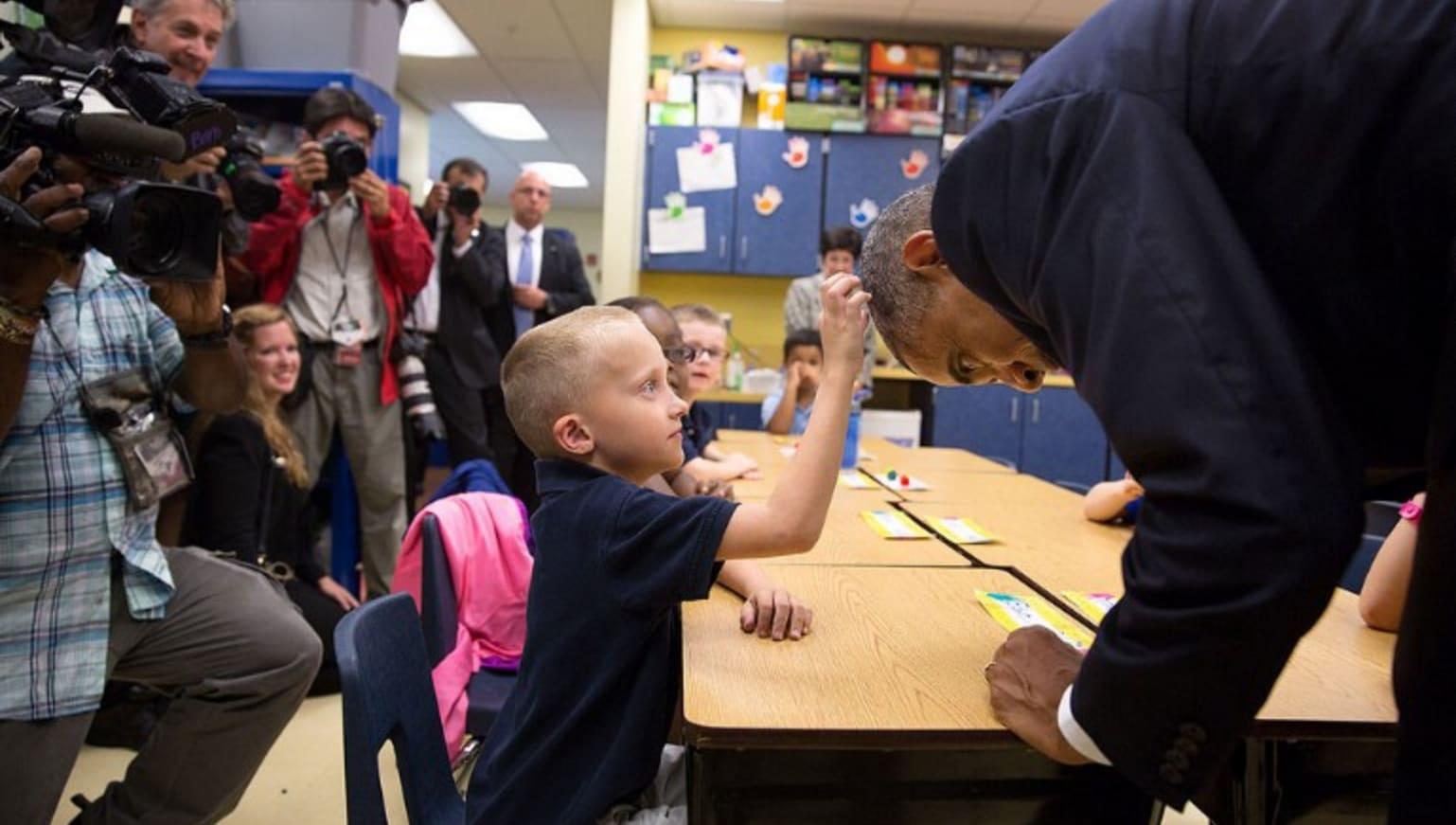 أوباما: لا أصبغ شعري مثل زعماء آخرين