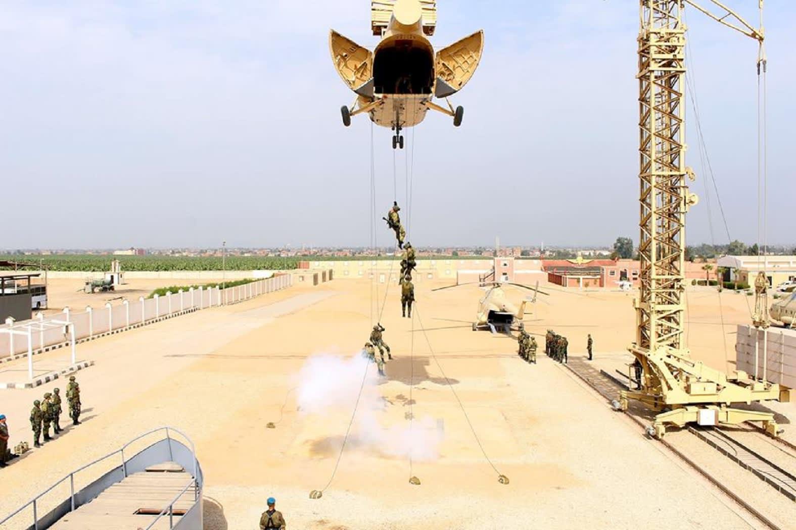 """إسقاط جوي للقضاء على """"إرهابيين مسلحين"""" في تدريب عسكري بين مصر روسيا"""