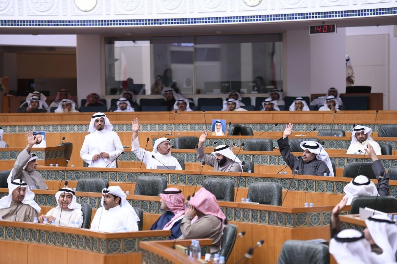شاهد.. جدل في مجلس الأمة الكويتي حول حجاب وزيرة الإسكان
