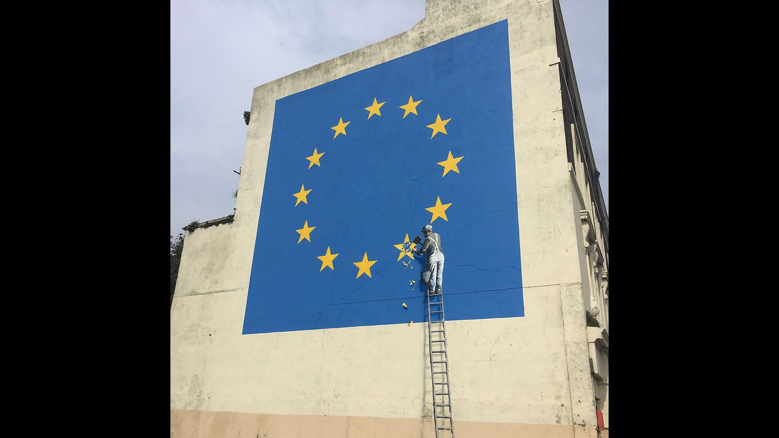 """ما سر اختفاء لوحة """"بريكست"""" الجدارية الشهيرة لفنان الغرافيتي بانسكي؟"""