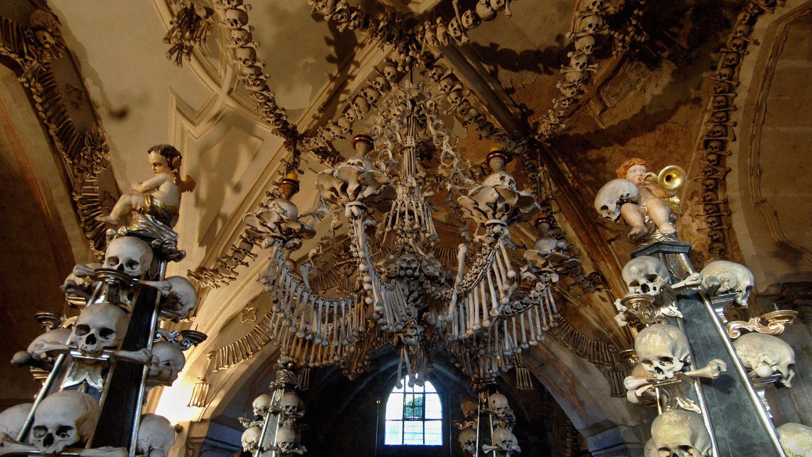 """بسبب صور """"غير ملائمة"""".. """"كنيسة العظام"""" في التشيك تحظر صور """"سيلفي"""""""