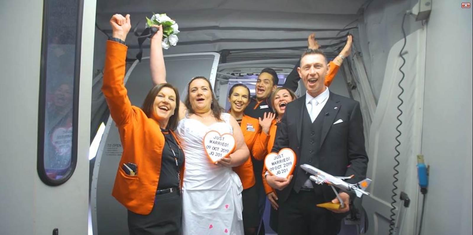 حفل زفاف على ارتفاع 37 ألف قدم في السماء