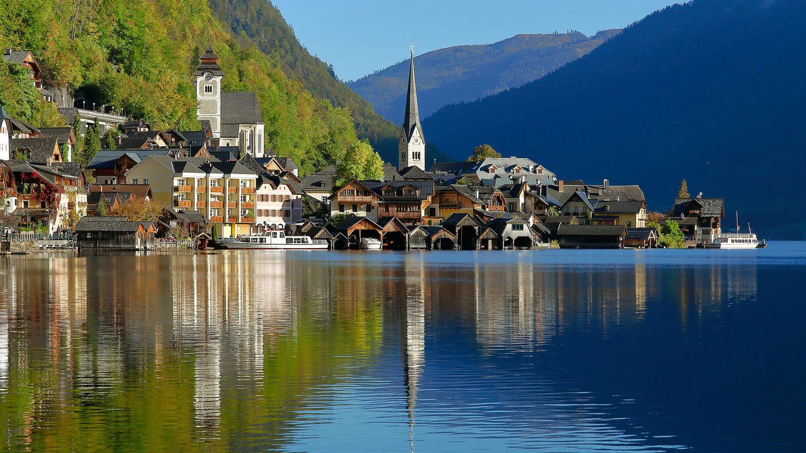 """ألهمت هذه القرية في النمسا فيلم """"فروزن الشهير.. وهي الآن تعاني من السياحة المفرطة"""