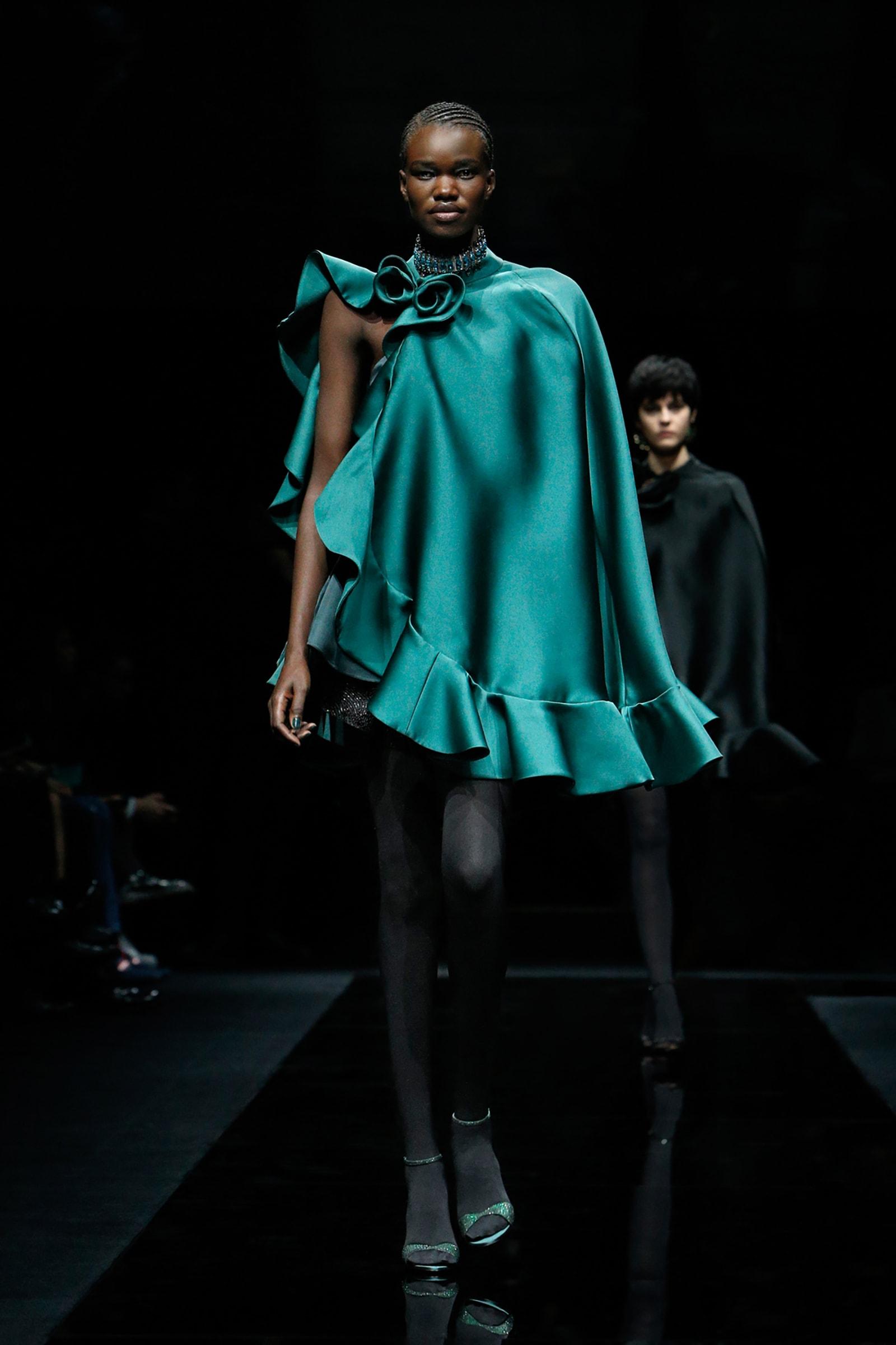 """بسبب تفشّي فيروس كورونا بإيطاليا.. دار """"أرماني"""" تُقيم عرض أزياء بدون جمهور"""