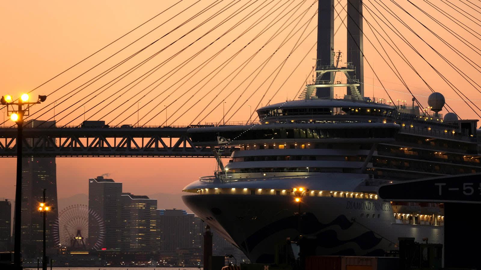 كيف يمكن منع نشر الأمراض في الطائرات والسفن؟