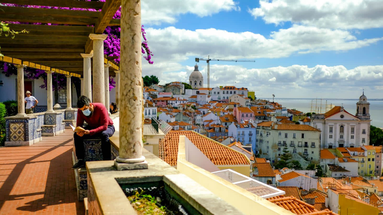 تصارع اليونان والبرتغال لتصبحان الوجهة الأكثر أماناً في أوروبا وسط تفشي كورونا