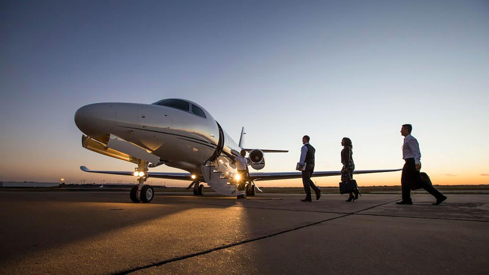 أصبحت الطائرات الخاصة متاحة أكثر من أي وقت مضى بظل كورونا.. إليك كيف يمكنك استئجار واحدة
