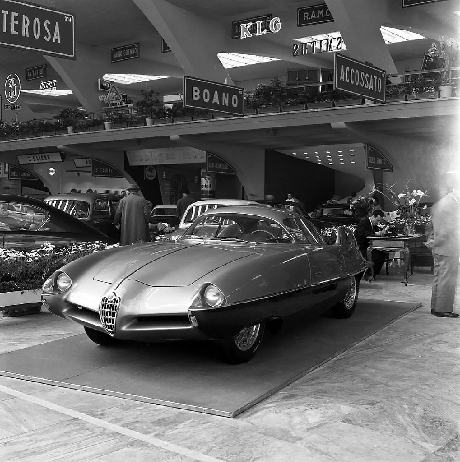 كأنها خرجت من أفلام الخيال.. هذه السيارات معروضة للبيع وقد يصل سعرها لـ20 مليون دولار