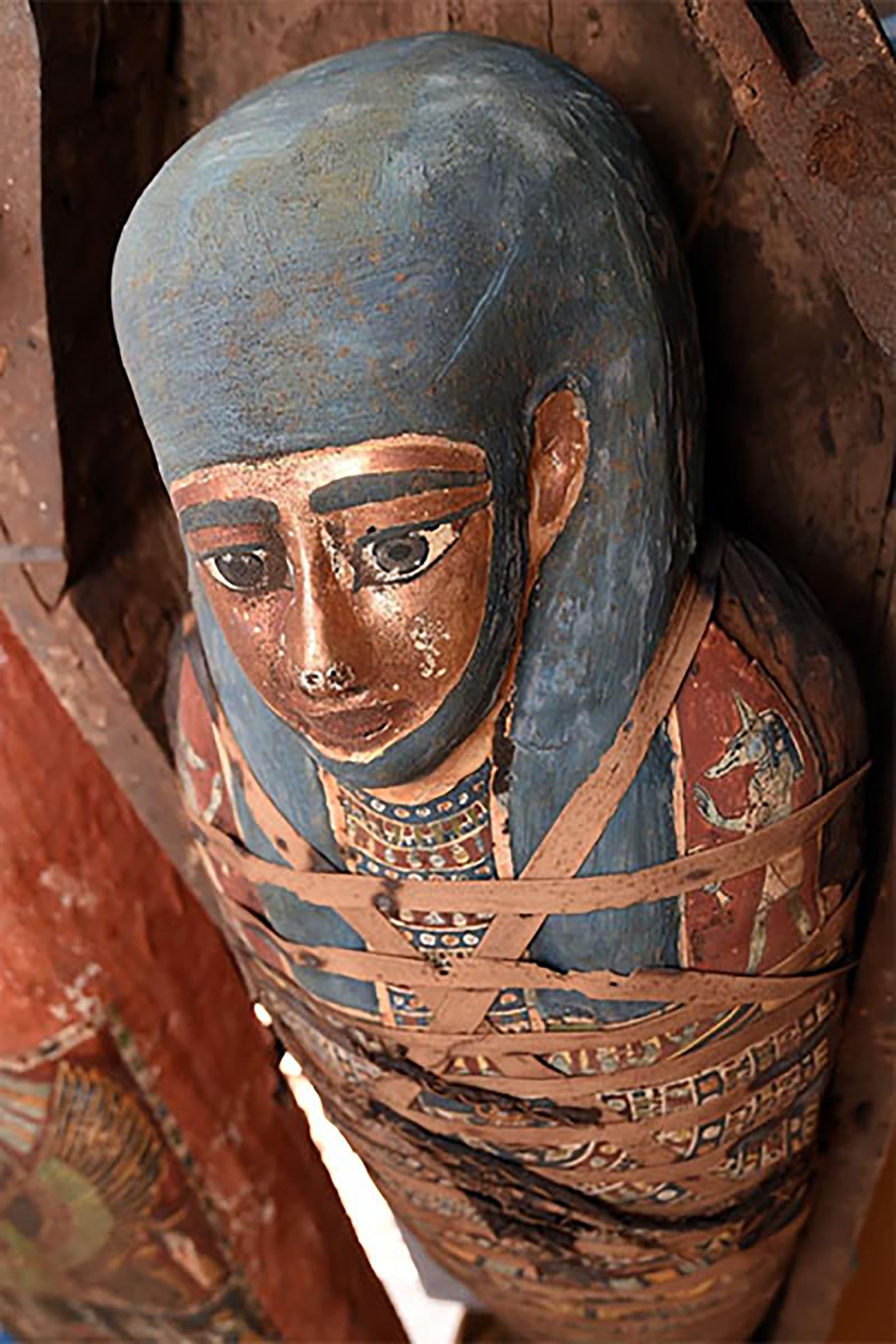 """""""مغلقة منذ القدم"""".. اكتشاف """"عدد هائل"""" من التوابيت في مصر"""