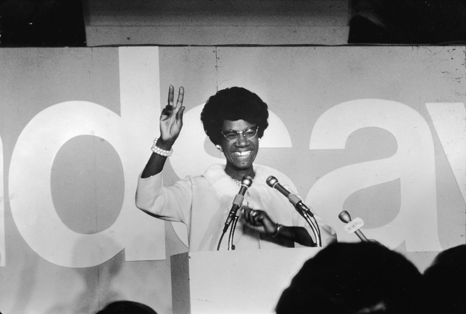 كامالا هاريس بالبدلة البيضاء..نظرة على تاريخ حق المرأة بالتصويت والنساء بمراكز القيادة في أمريكا اللواتي ارتدين اللون الأبيض