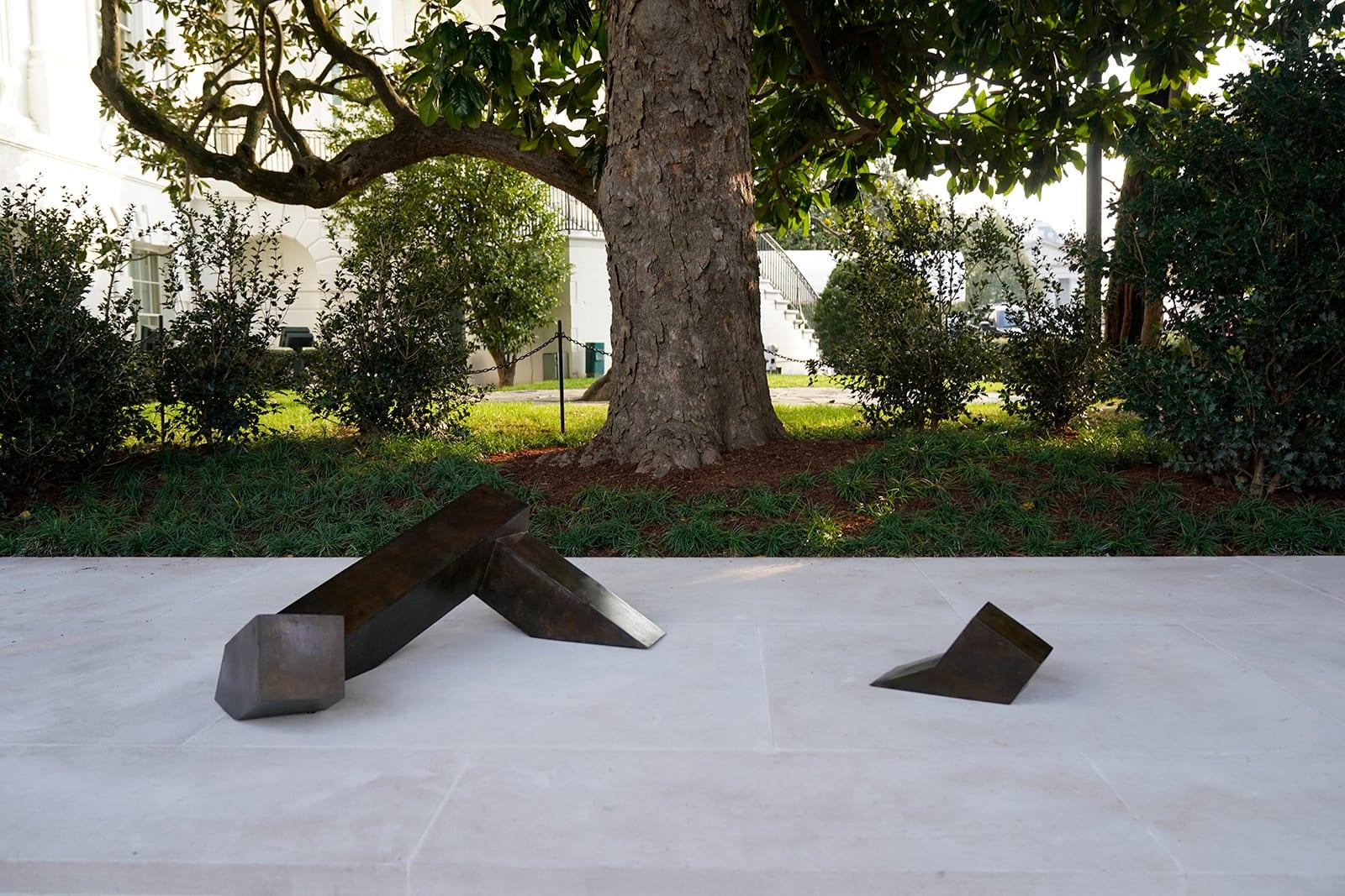 منحوتة إيسامو نوغوشي تصبح أول عمل فني في البيت الأبيض لفنان أمريكي من أصول آسيوية