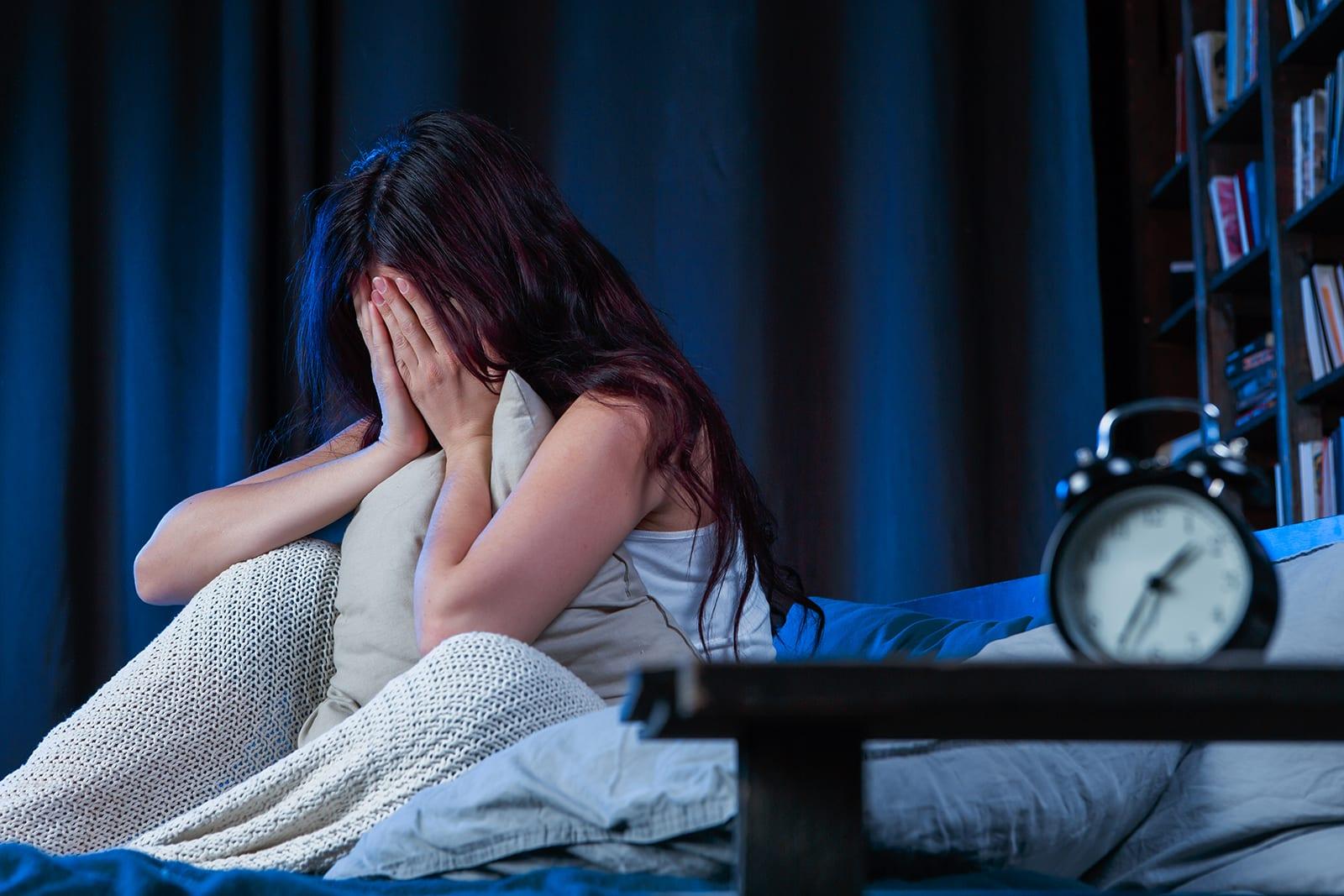 النساء يعانين من الأرق أكثر من الرجال..8 خطوات للنوم الصحي
