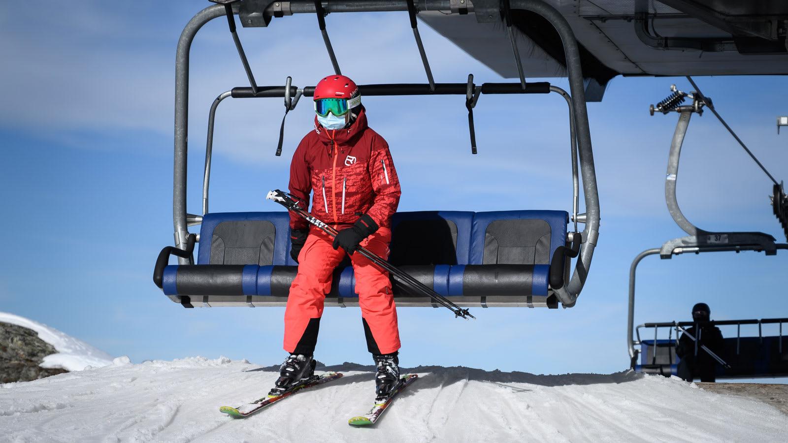 """منتجعات التزلج في أوروبا تشهد """"موسم من الجحيم"""" بسبب كورونا"""
