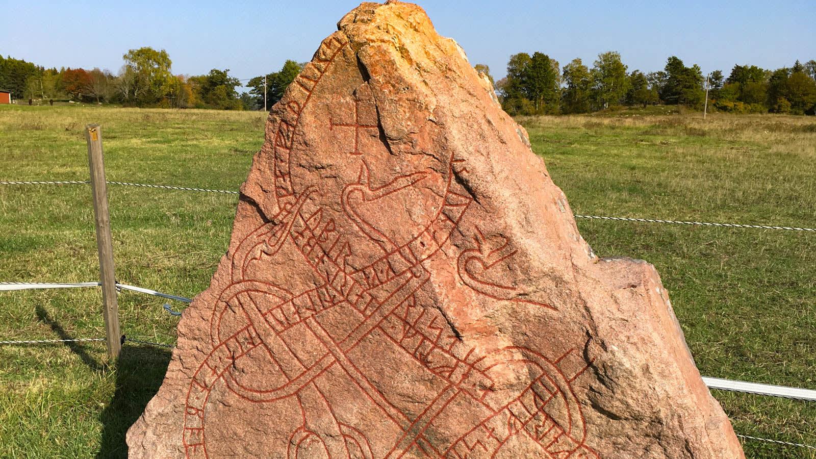 في السويد.. تفتح هذه الكتل الصخرية بوابة إلى حضارة الفايكنج القديمة وأسرارها