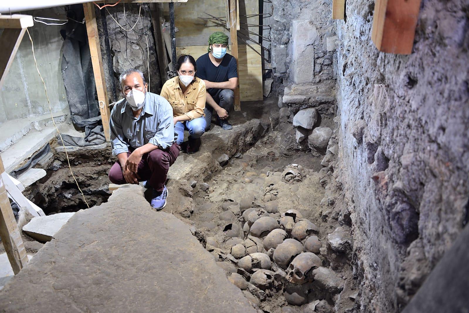 تضمنت أطفالا ونساء ورجال .. الكشف عن أكثر من 100 جمجمة في موقع لشعب الأزتك في مكسيكو سيتي