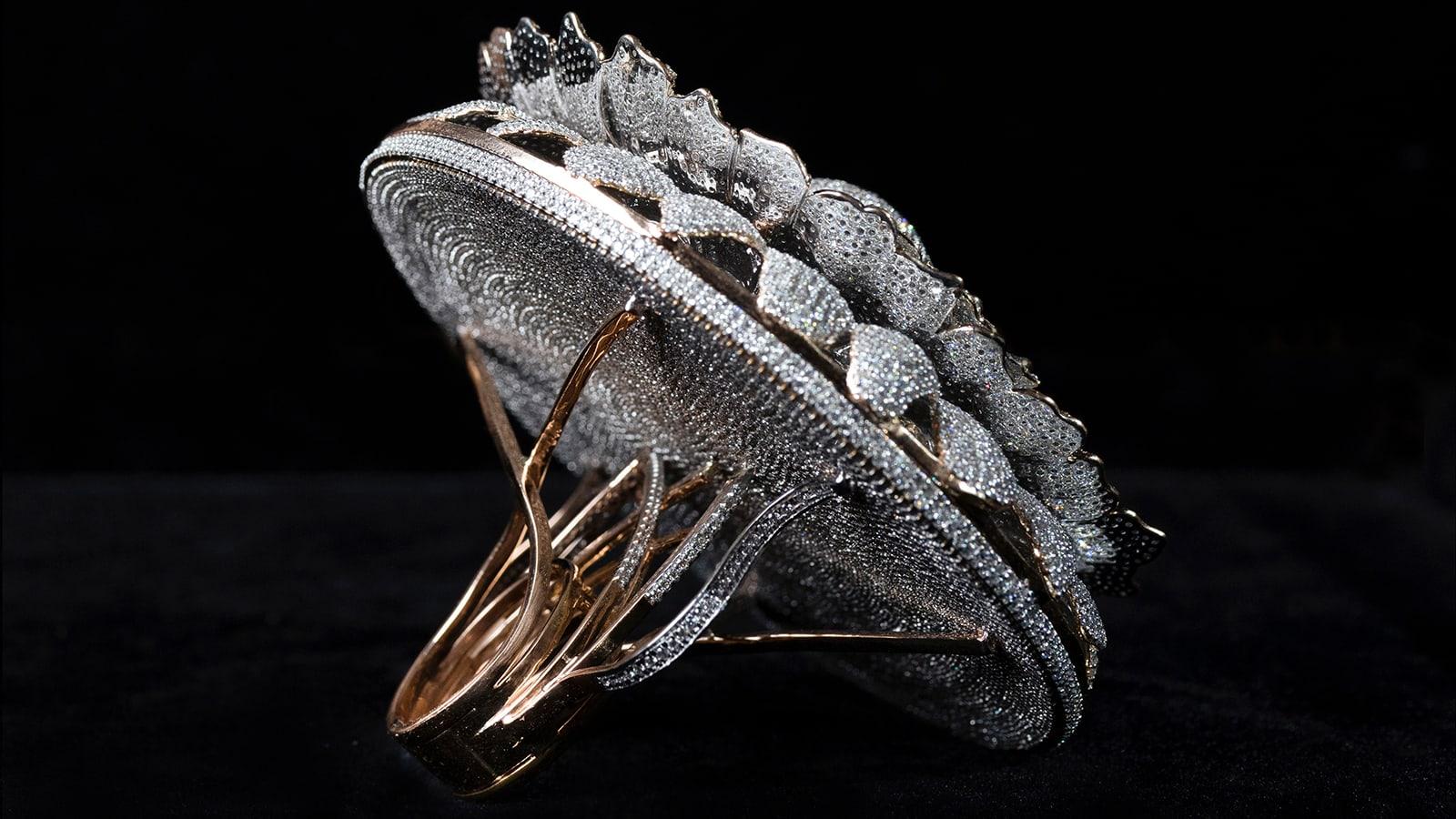 خاتم مرصع بأكثر من 12 ألف ماسة يدخل موسوعة غينيس للأرقام القياسية