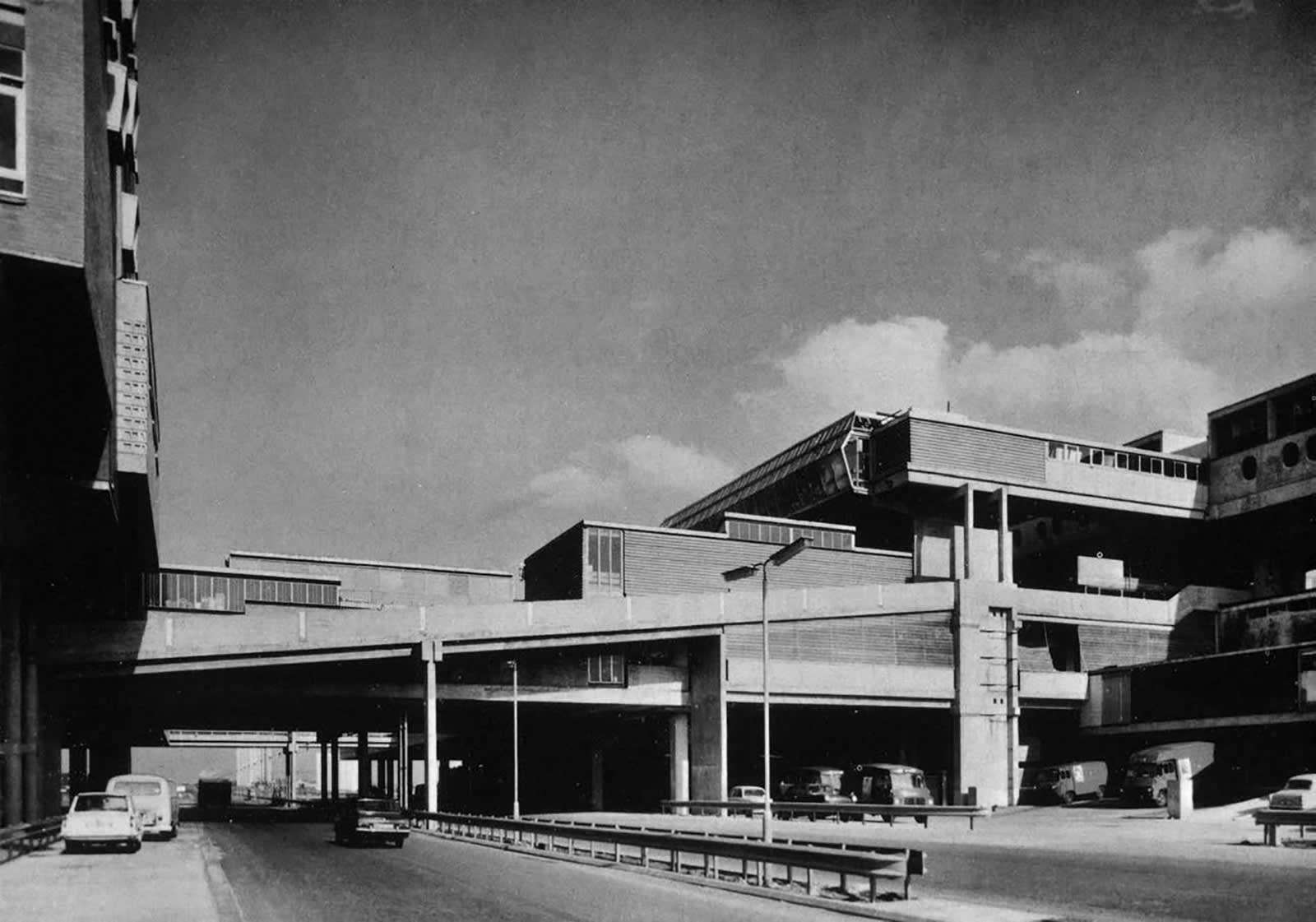 بين الواقع والخيال العلمي..هياكل معمارية عملاقة من فترة الستينيات مستوحاة من عالم مثالي