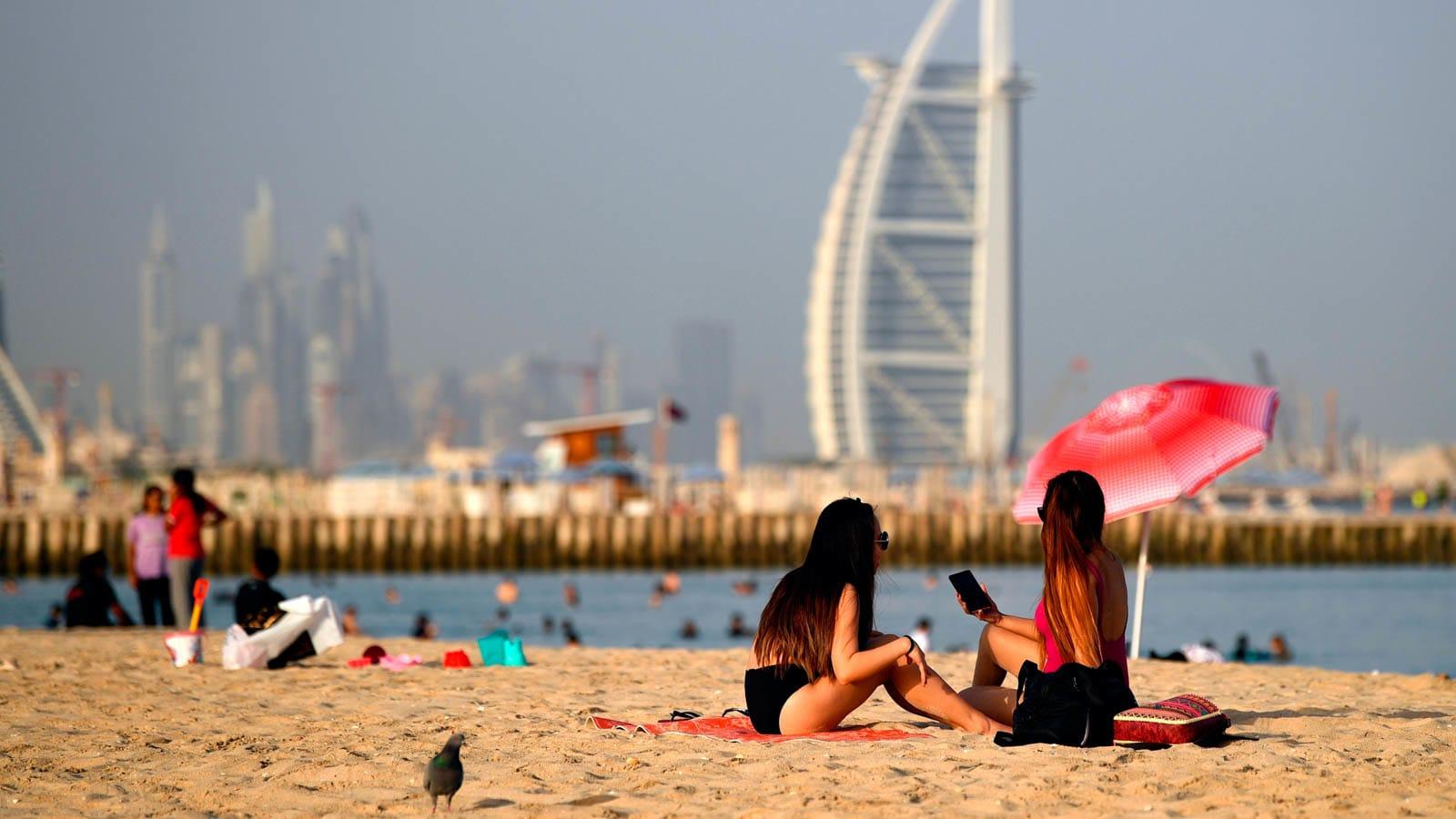 هكذا تدفع دبي ثمن إدخال السياح بظل جائحة كورونا
