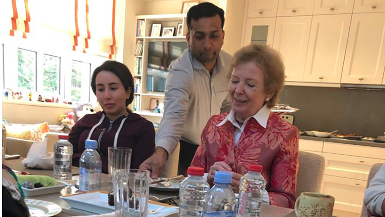 صورة أرشيفية من زيارة مفوضة الأمم المتحدة السابقة لحقوق الإنسان ماري روبنسون للشيخة لطيفة في ديسمبر 2018