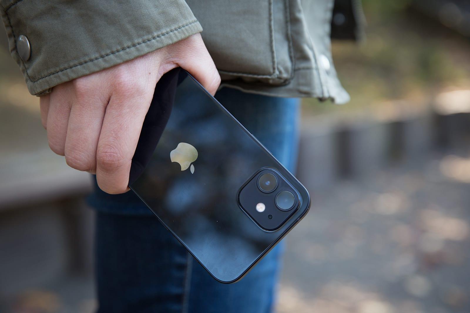 """مبيعات هاتف آيفون 12 تجعل """"آبل"""" أكبر شركة هواتف ذكية في الربع الأخير من 2020"""