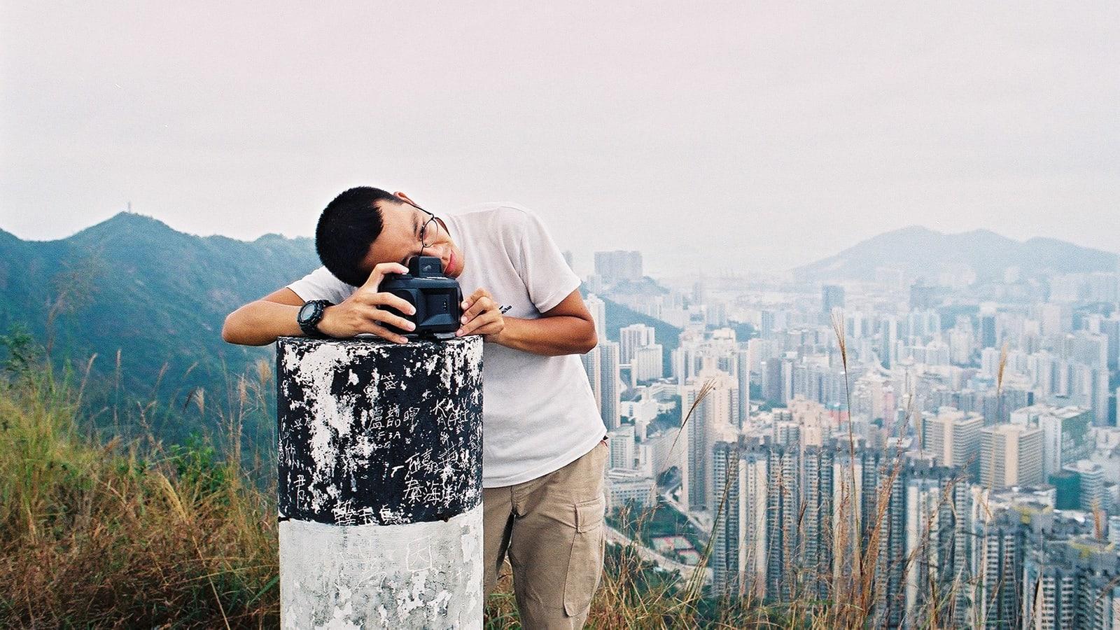 مغامر تسلق كل قمة وزار كل جزيرة في هونغ كونغ.. كيف فعل ذلك؟
