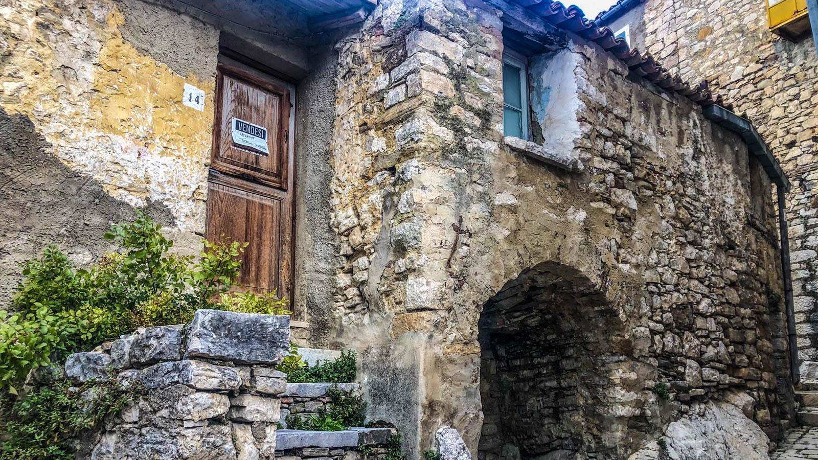 منازل إيطاليا مهجورة بتكلفة دولار..ما رأي الملاك الأصليين؟