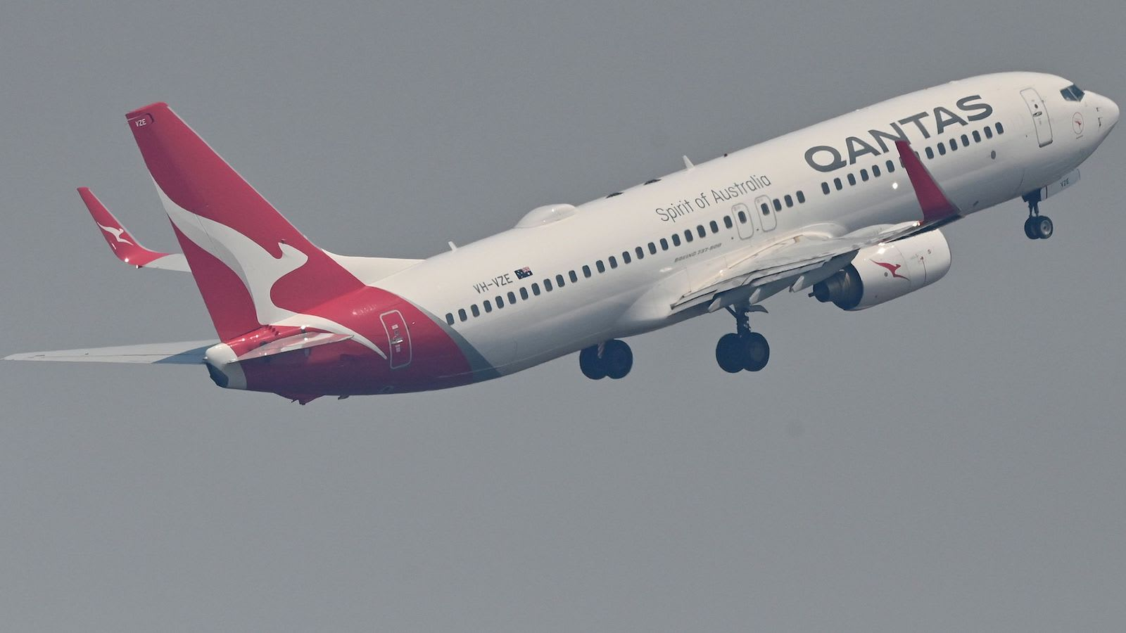"""أطلقت خطوط """"كانتاس"""" الجوية """"رحلات غامضة"""" مع تمديد أستراليا لحظر السفر الدولي بظل كورونا"""