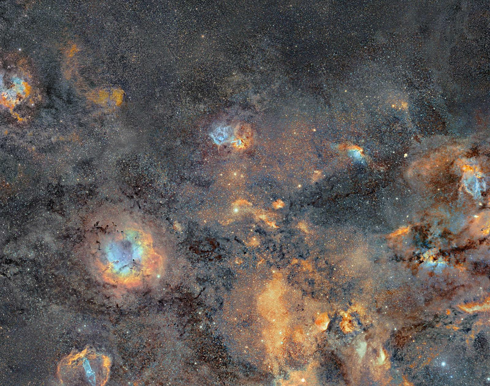 مصور فنلندي يقضي 12 عاماً في إنشاء صورة فسيفساء لمجرة درب التبانة