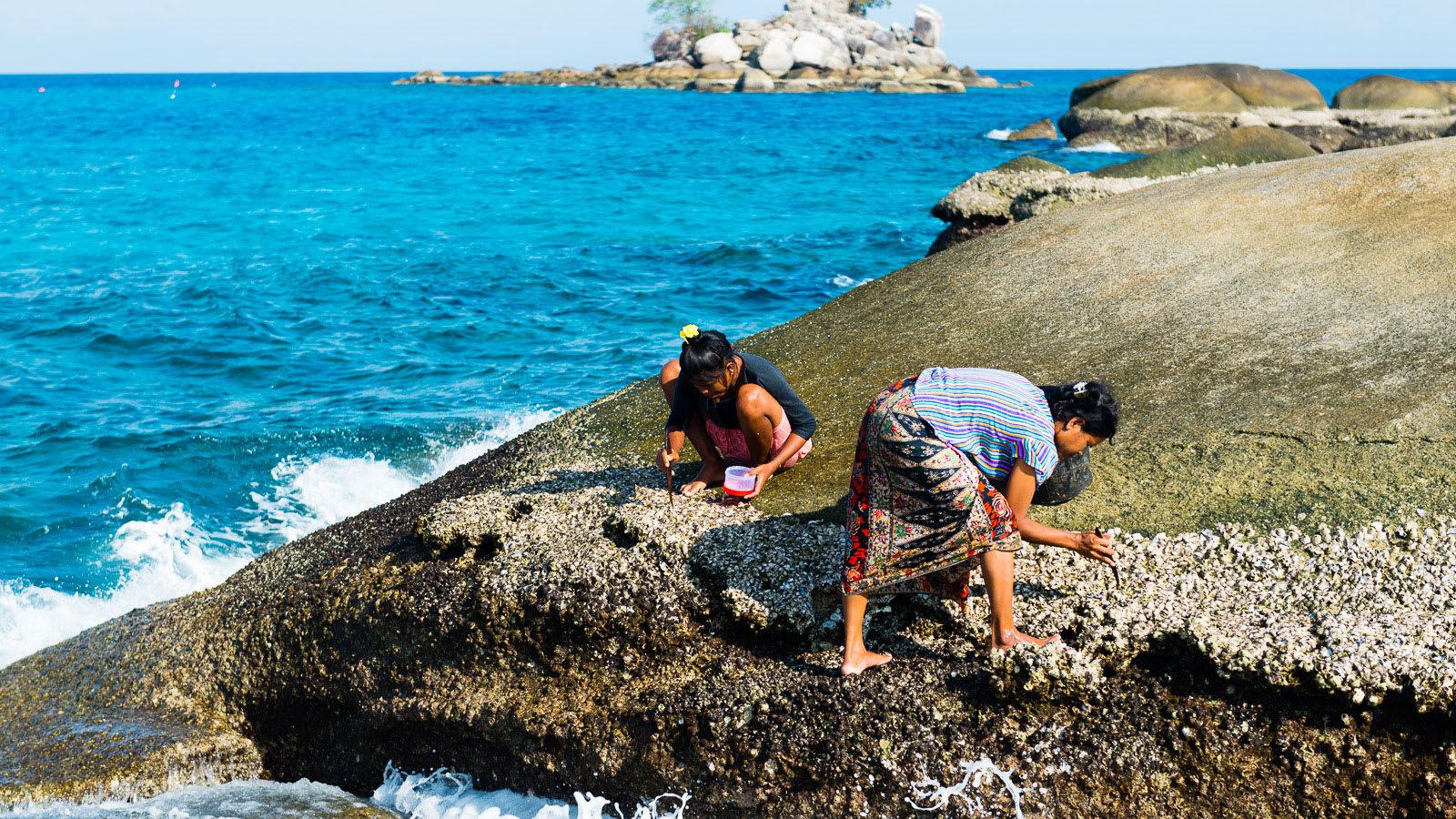 """يتميزون بقدرات فريدة تحت الماء.. هكذا تكيف """"شعب البحر"""" بتايلاند للحياة على اليابسة"""