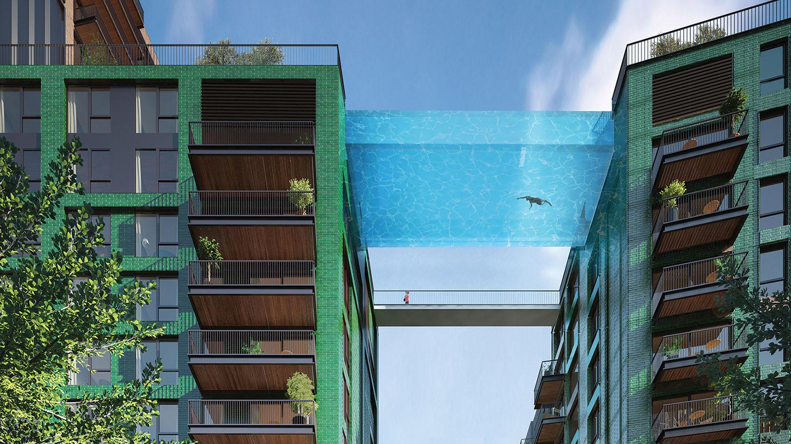 أشبه بالطيران..لندن تستعد لافتتاح أول حمام سباحة شفاف معلق في العالم