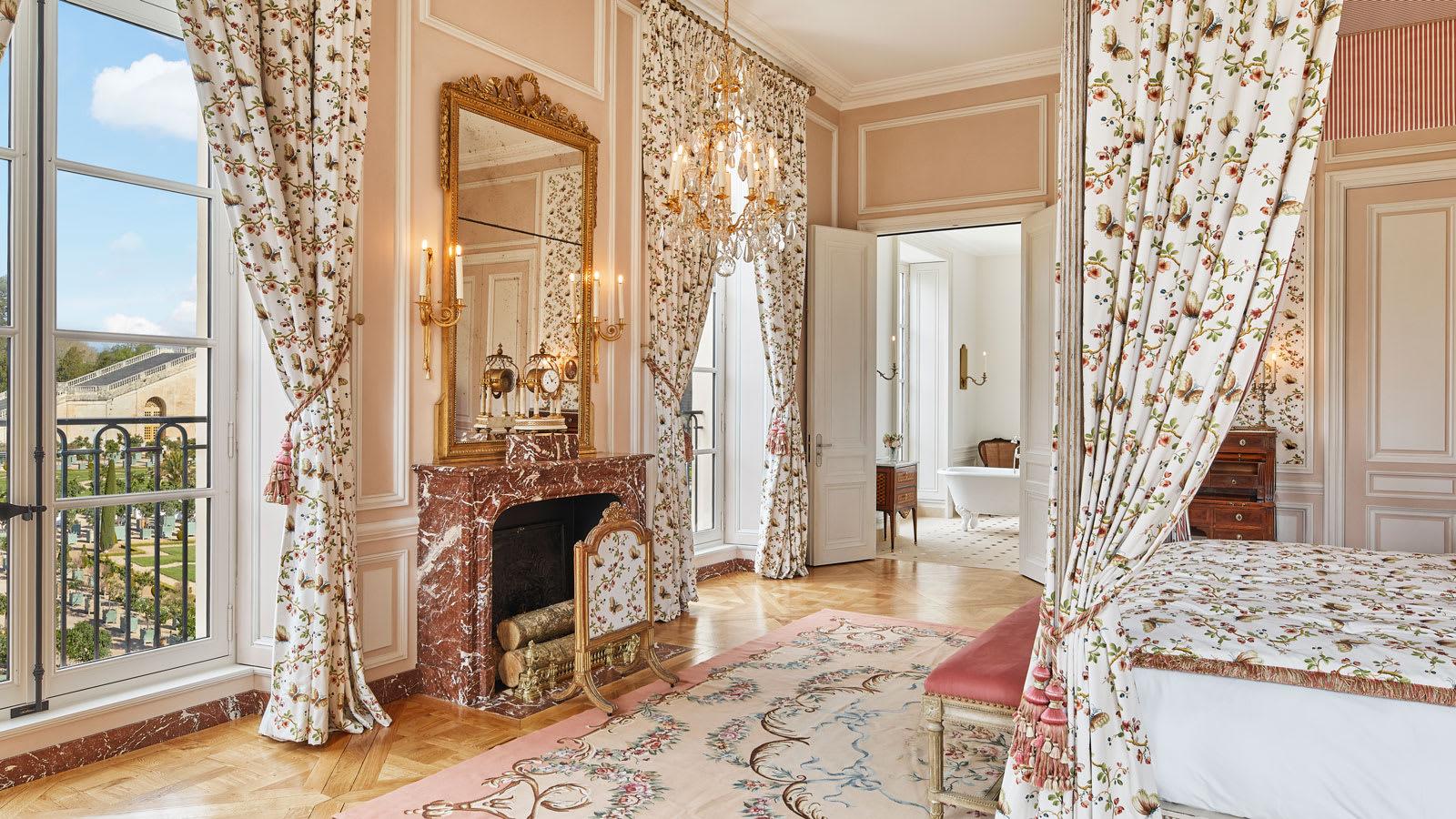 افتتاح أول فندق بقصر فرساي