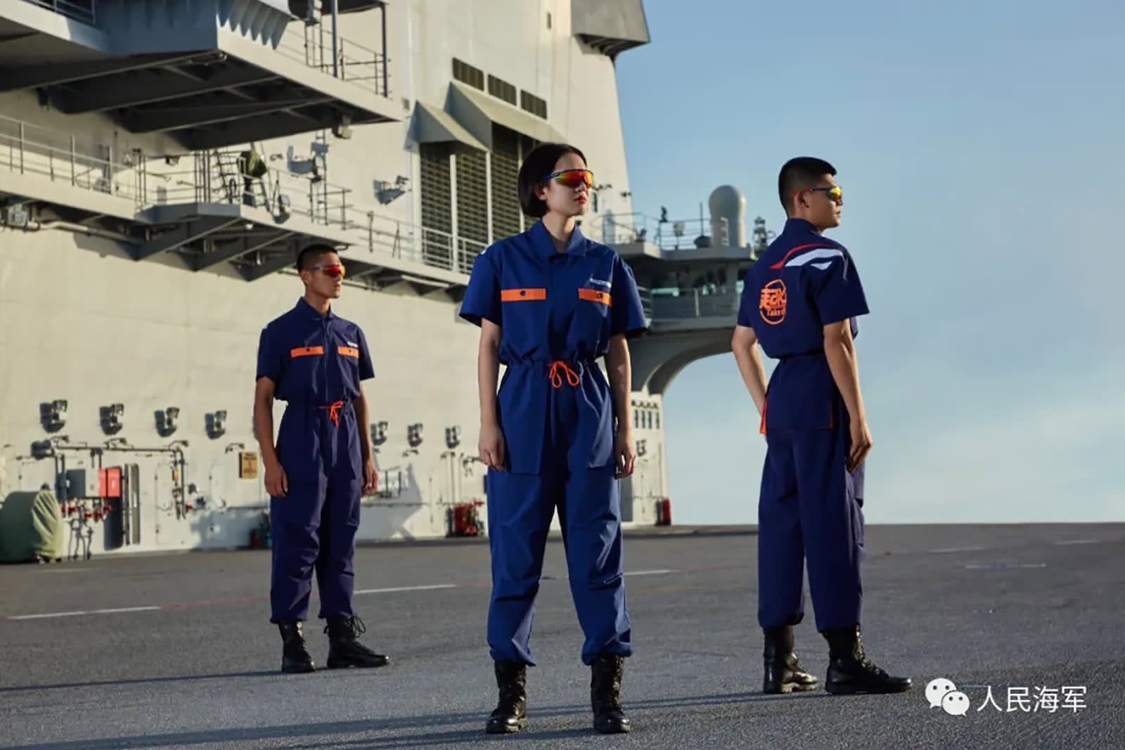 دببة باندا روبوتية وسراويل قصيرة.. الجيش الصيني يطلق خط ملابس لحاملة طائرات