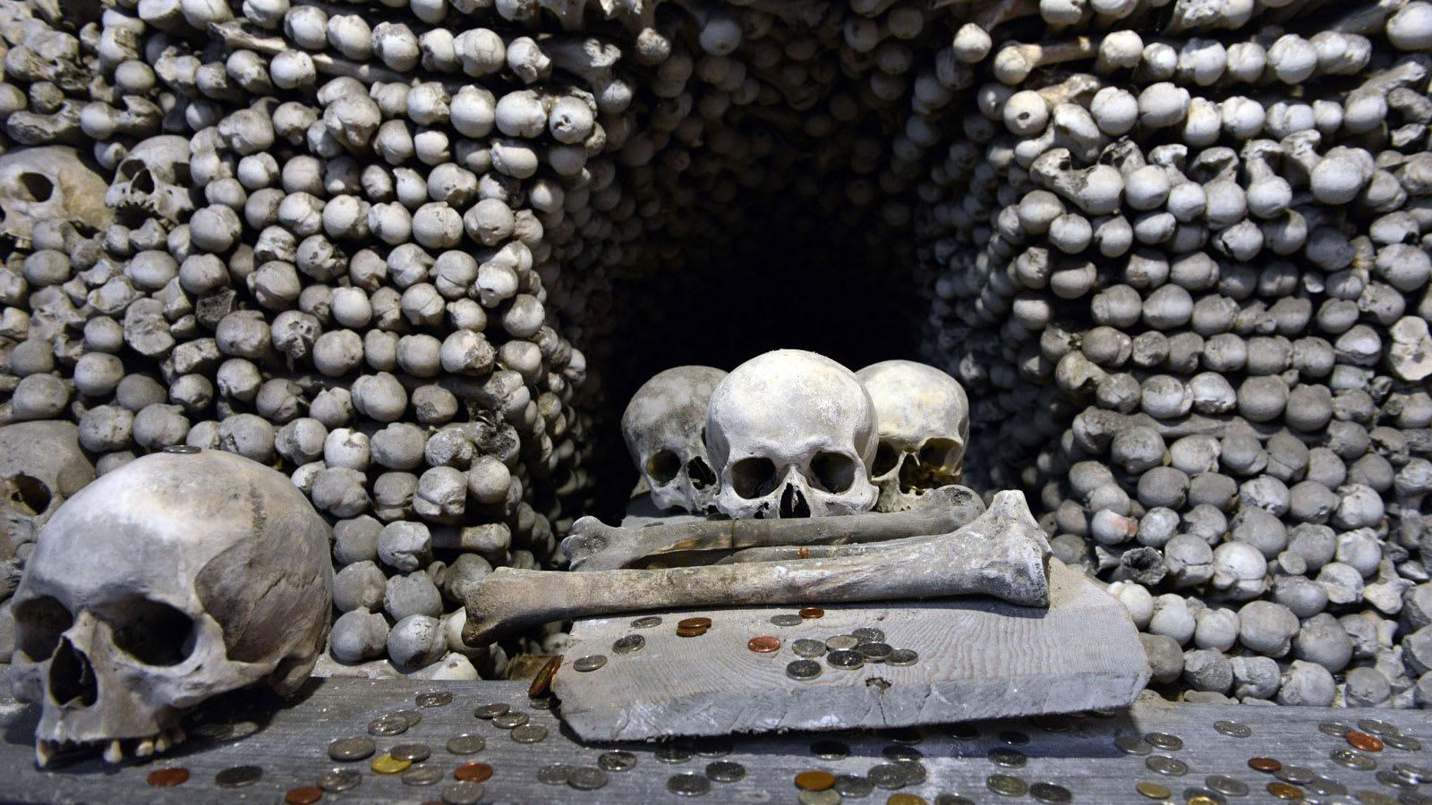 في هذه الوجهة السياحية كنيسة من عظام البشر.. هل تجرؤ على زيارتها؟