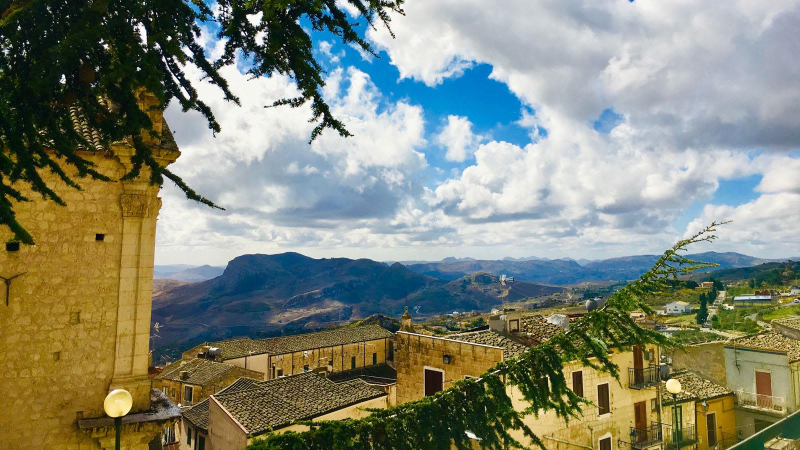 قرية إيطالية تمنح أكثر من 10 آلاف دولار للانتقال إليها