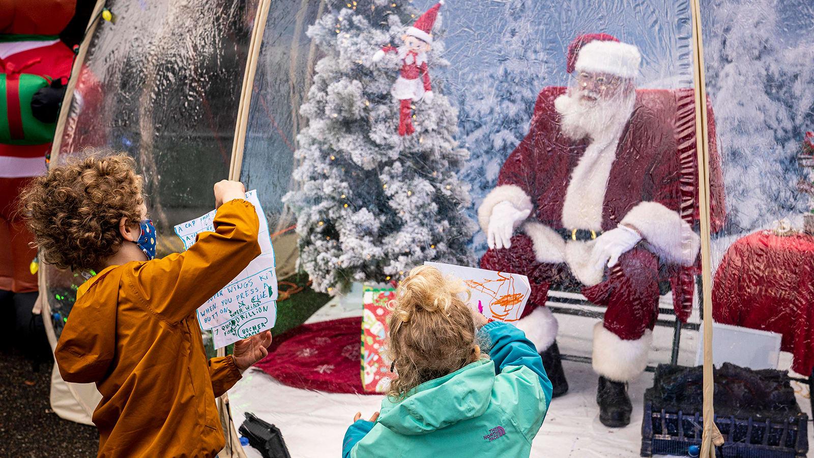 أطفال يسألون الدكتور فاوتشي عن تطعيم بابا نويل بلقاح كورونا.. شاهد كيف رد