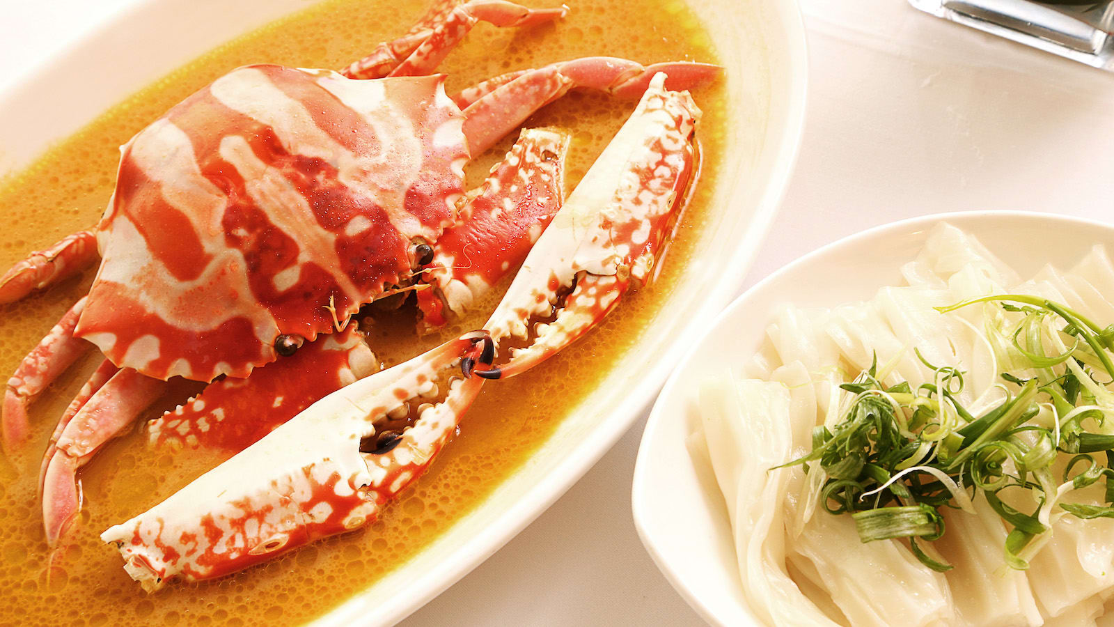 من أخذ الطلب وتحضير الطعام إلى تقديمه.. مطعم للروبوتات في الصين