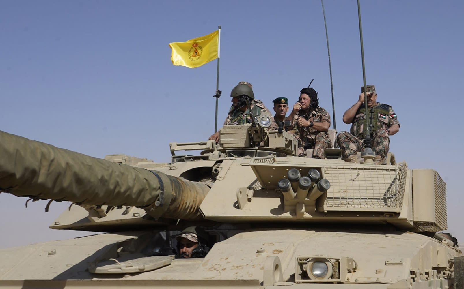 """العاهل الأردني يشارك في """"السيف القاطع"""": فخور بجهودكم العالية"""