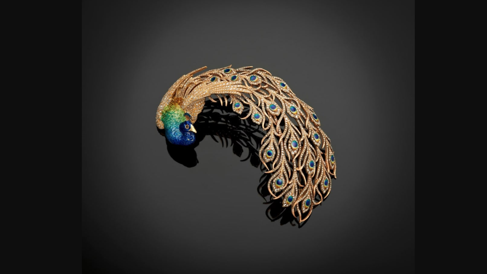 فرد من الأسرة الحاكمة القطرية يعرض مجموعة مجوهرات هندية نادرة