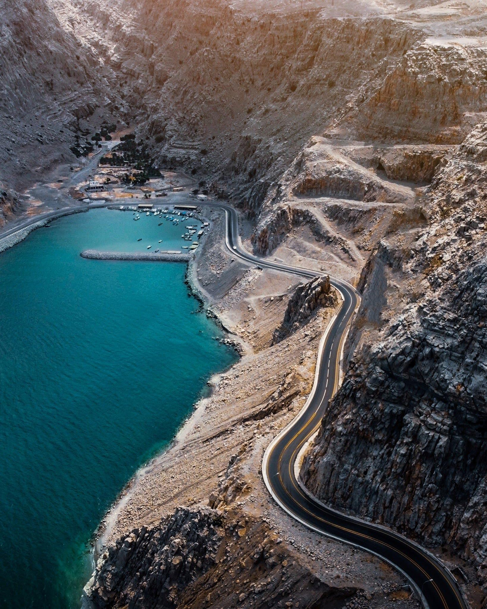 طريق مسندم الساحلي في سلطنة عمان