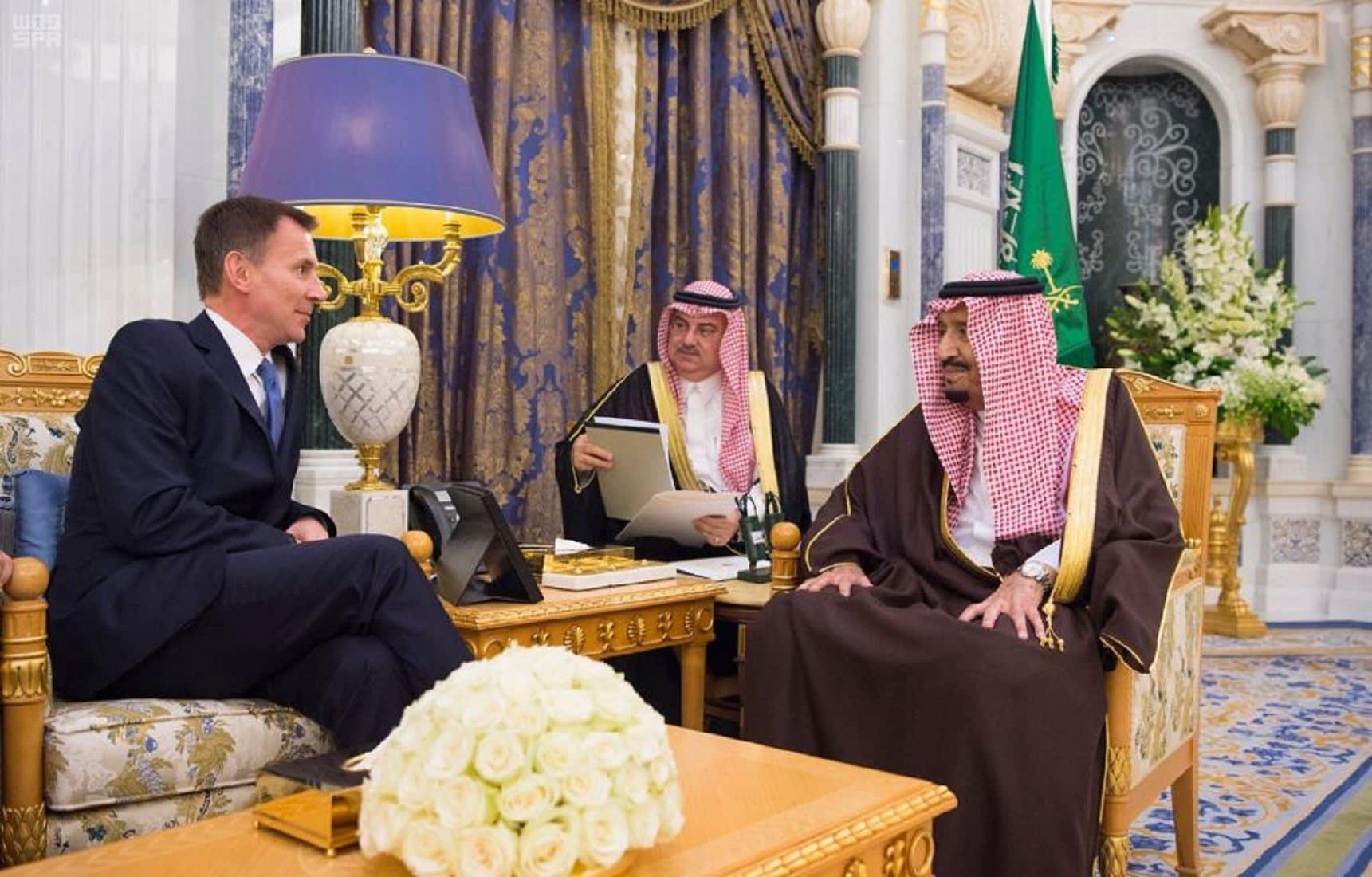 الملك سلمان يستقبل وزير خارجية بريطانيا.. والرياض: بحثا مستجات الأحداث