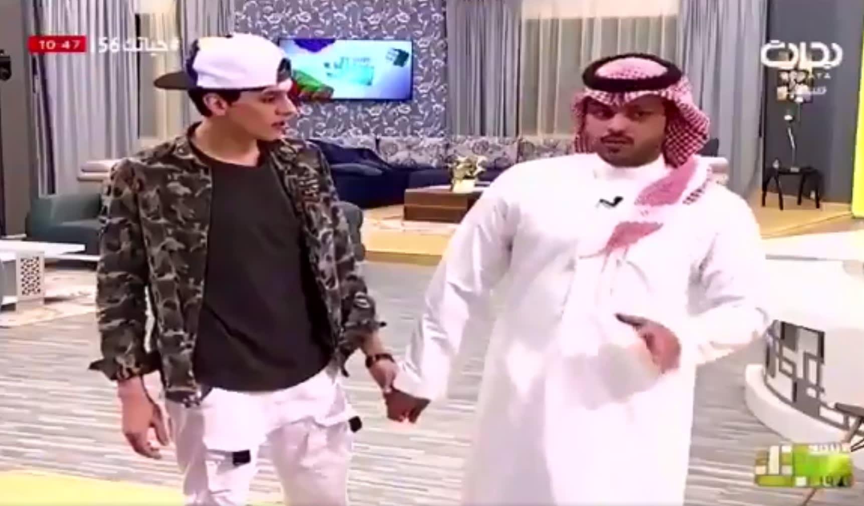 """غضب واسع يجتاح مواقع التواصل بعد مشهد إعلان وفاة والد أحد متسابقي قناة """"بداية"""" السعودية"""