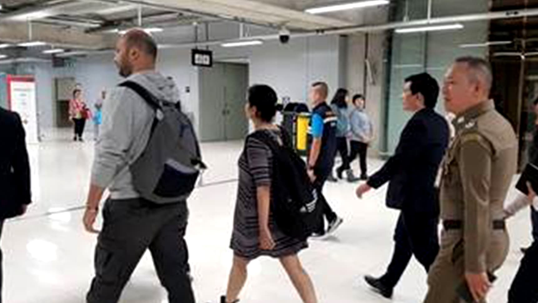 بداية الرحلة إلى كندا.. رهف القنون تنهي إجراءات السفر في مطار بانكوك