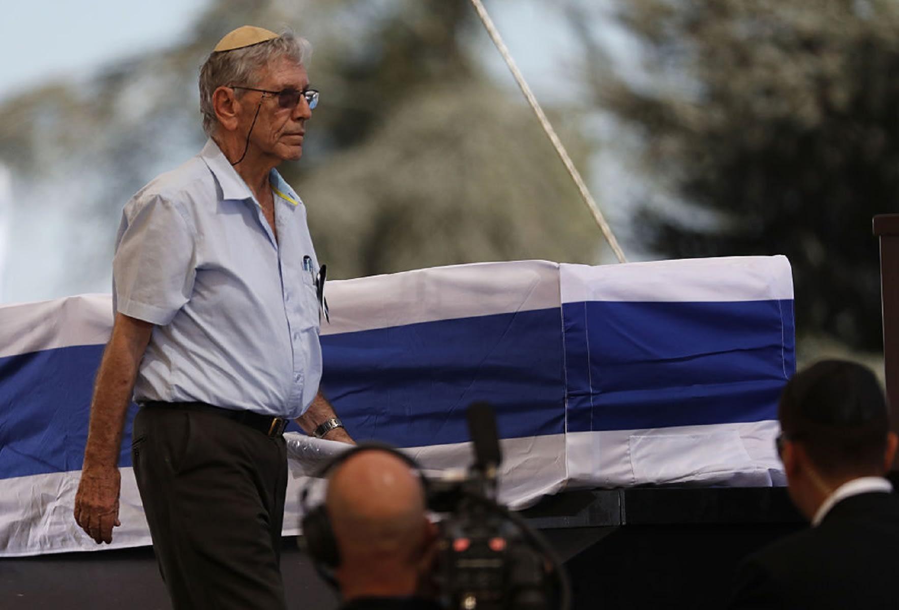 """كاتب """"صندوق أسود"""".. وفاة الروائي الإسرائيلي عاموس عوز"""