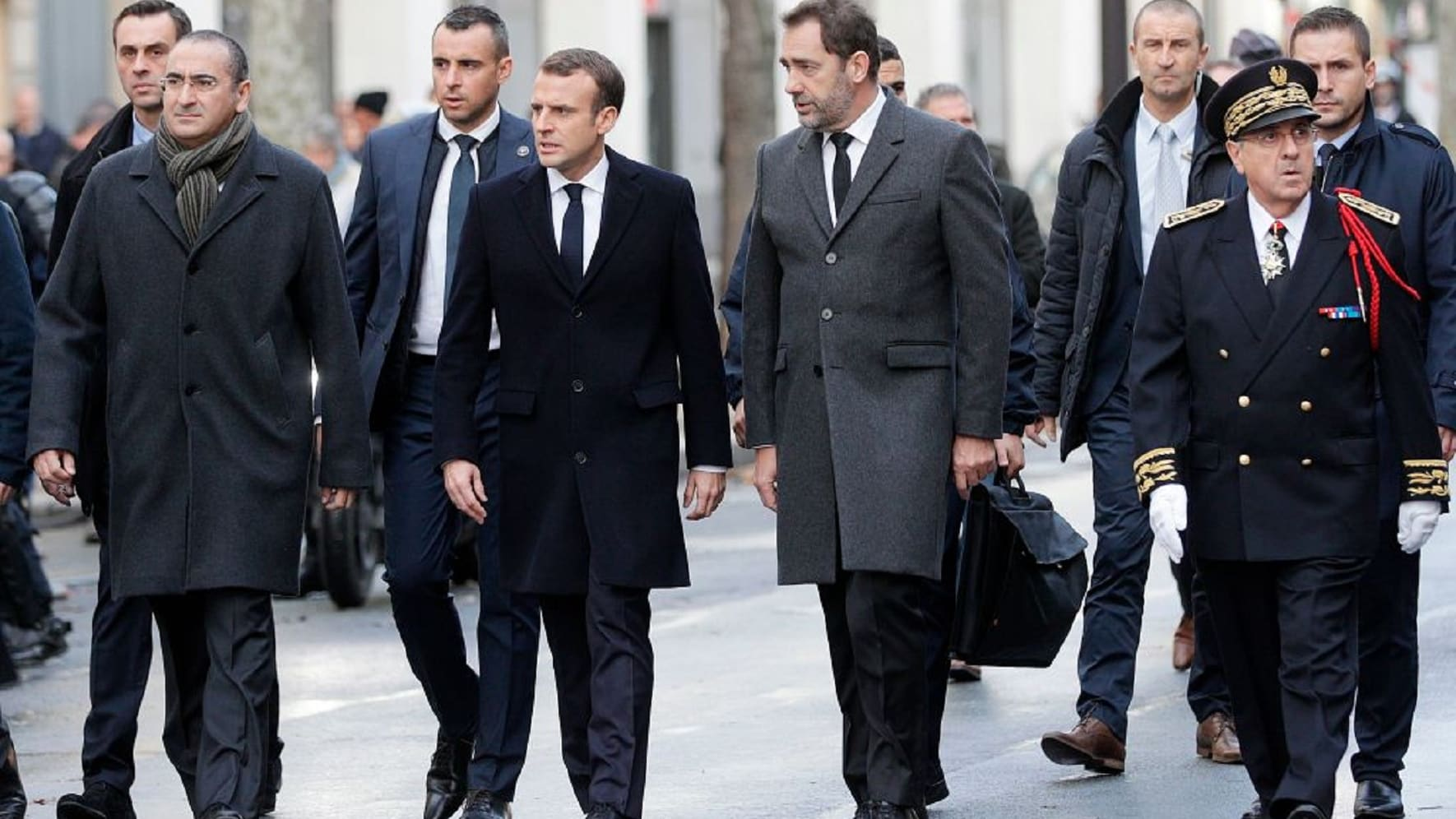 """عمليات تنظيف واسعة بباريس بعد شغب بمظاهرات """"السترات الصفراء"""""""