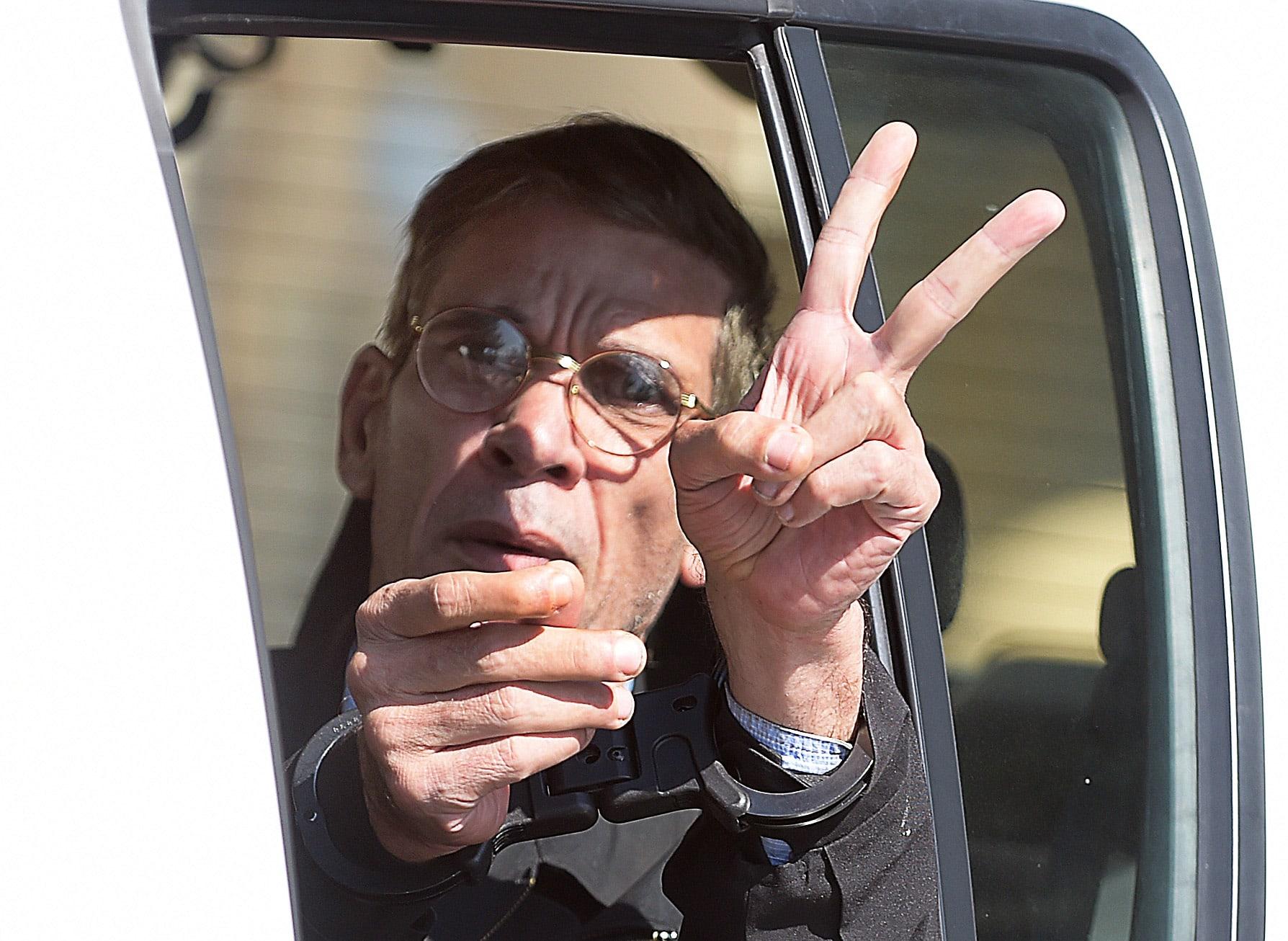 """السلطات القبرصية تكشف لائحة التهم الموجهة إلى خاطف طائرة """"مصر للطيران"""" واعترافه"""