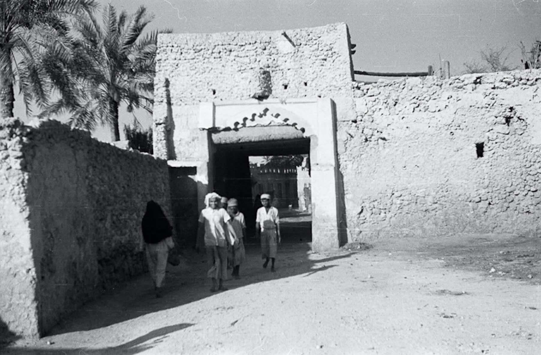 صورة تعكس أزقة محافظة القطيف في عام 1945