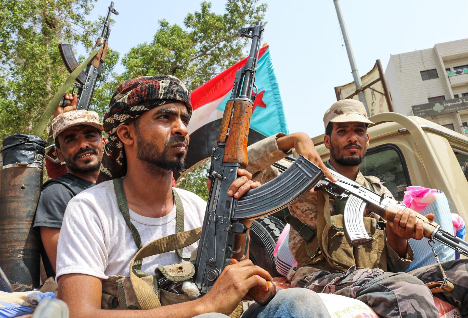 مقاتلون من قوة الحزام الأمني في شاحنة صغيرة قرب فندق عدن - 29 أغسطس/ آب 2019